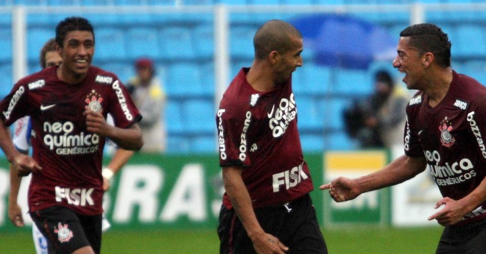 Émerson Sheik comemora primeiro gol do Corinthians em derrota de seu time para o Avaí: 3 a 2
