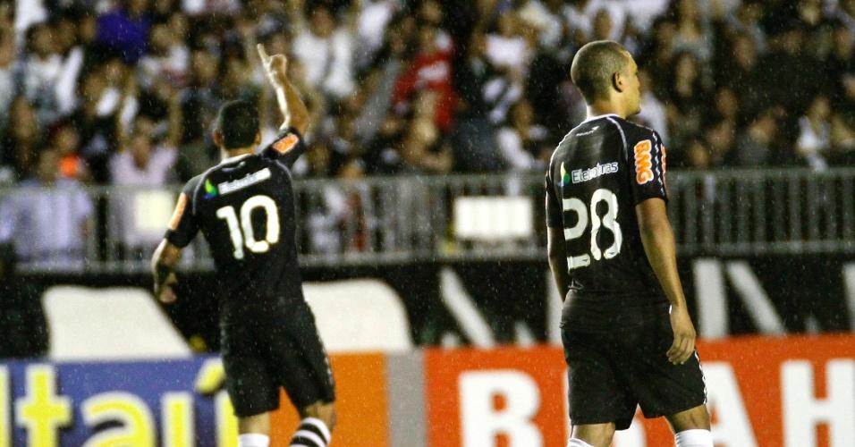 Diego Souza comemora o primeiro gol do Vasco contra o Santos, logo aos dois minutos de partida