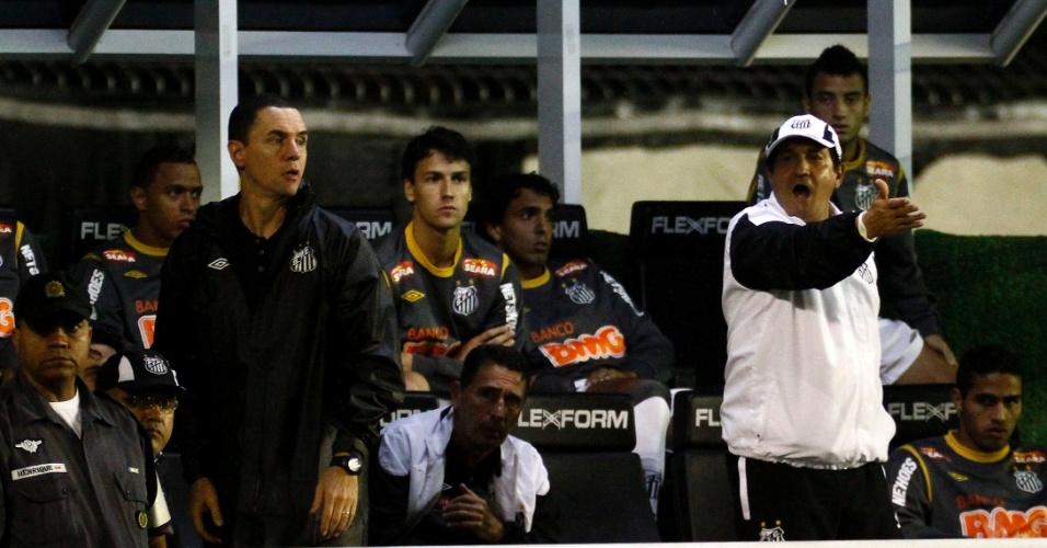 Muricy reclama durante a partida do Santos ontra o Vasco, em São Januário