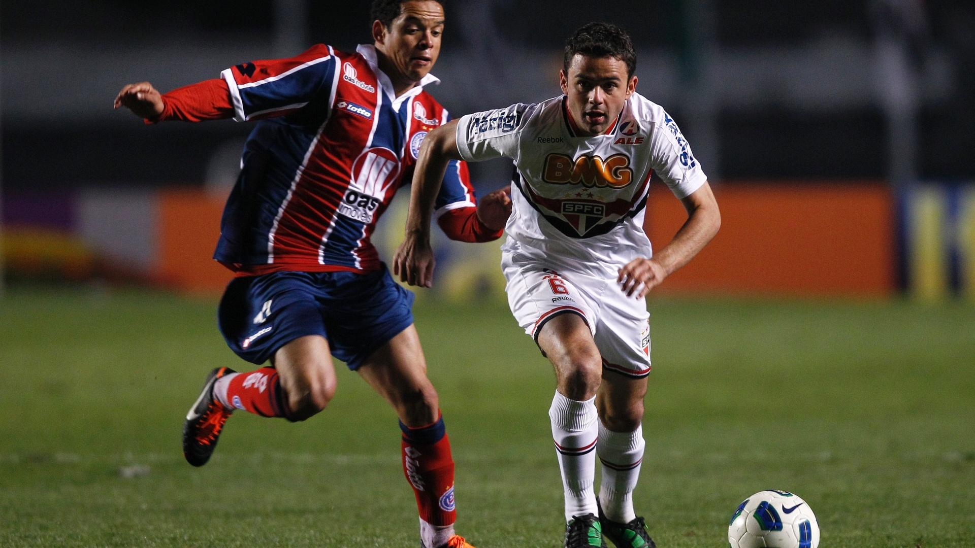 Juan duela com o ex-corintiano Lulinha na partida contra o Bahia