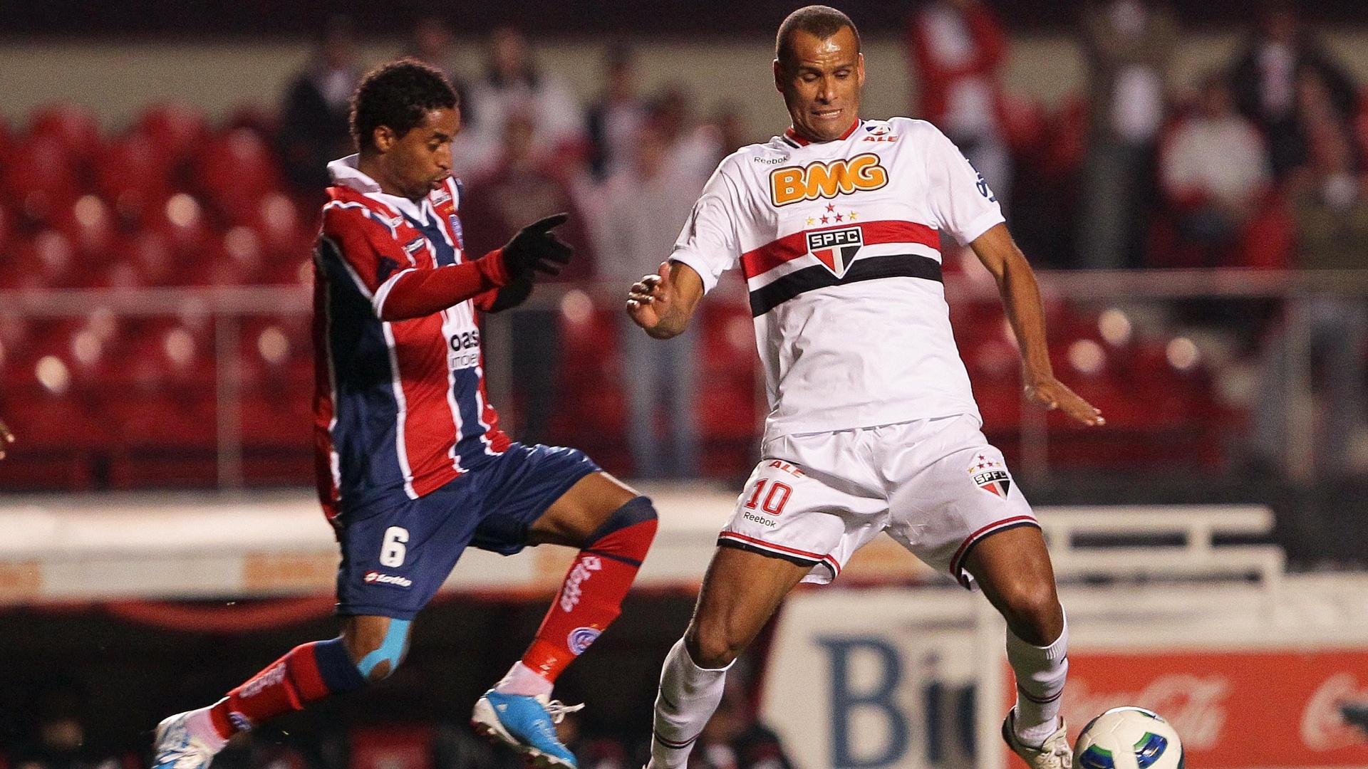 São-paulino Rivaldo é marcado de perto no duelo contra o Bahia, no Morumbi, pela 14ª rodada do Brasileirão