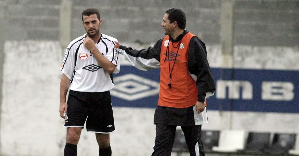 Vanderlei Luxemburgo e Zé Elias conversam em treino do Santos