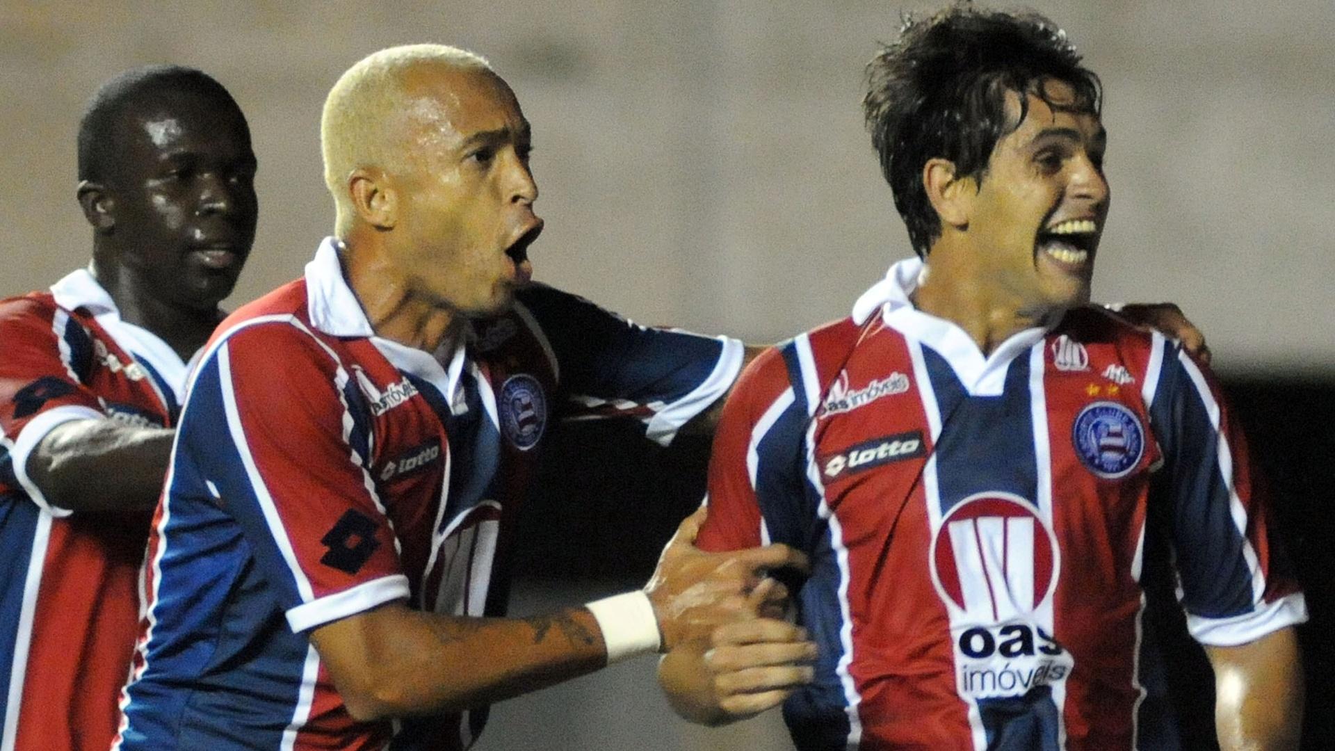 Fahel marca o gol da vitória do Bahia sobre o Atlético-GO por 2 a 1 (07/08/11)