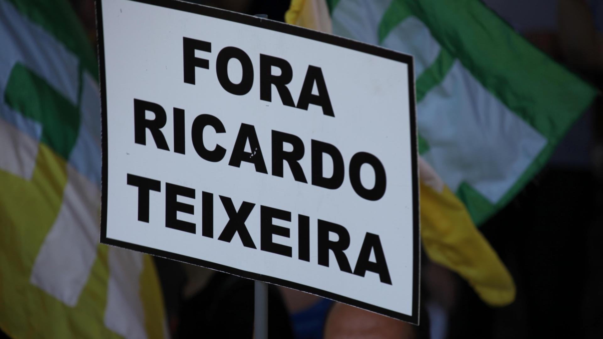 'Fora Ricardo Teixeira' reúne pelo menos 400 pessoas em São Paulo (13/08/2011)