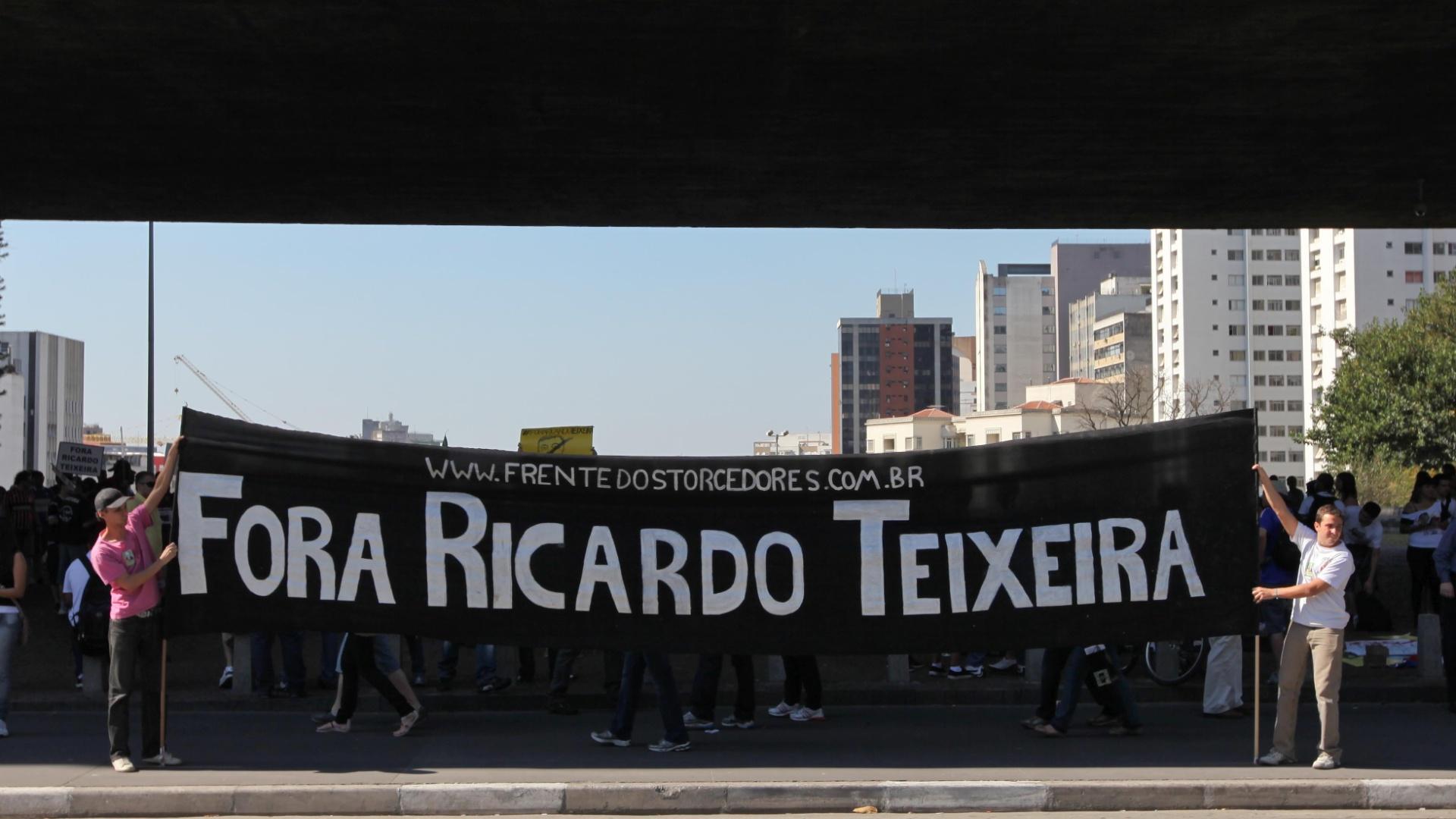 Movimento 'Fora Ricardo Teixeira', realizado neste sábado em São Paulo, começou no Twitter (13/08/2011)