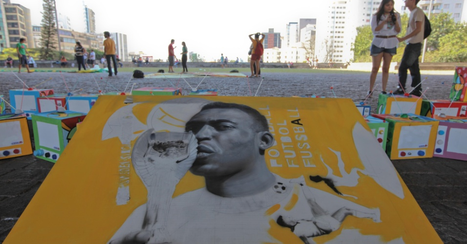 Pelé é citado em imagem no momento que pede a saída de Ricardo Teixeira em São Paulo (13/08/2011)