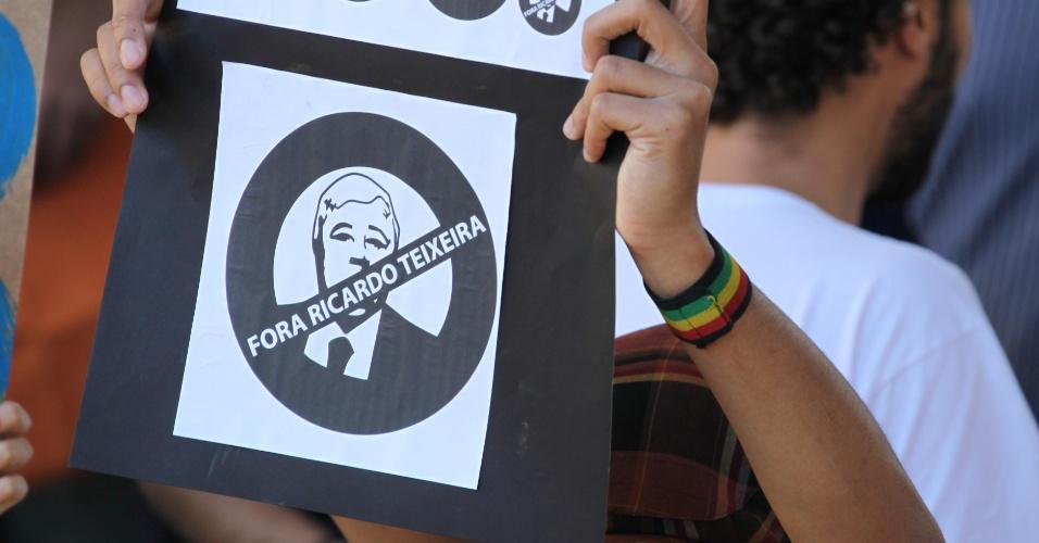 Protesto contra Ricardo Teixeira tem até 'selo' personalizado (13/08/2011)