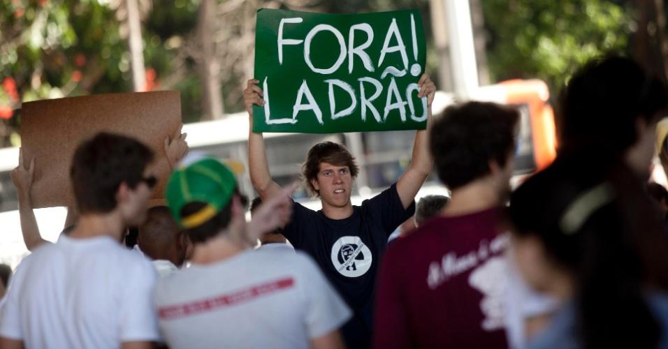 Ricardo Teixeira é chamado de ladrão em evento de protesto realizado em São Paulo (13/08/2011)