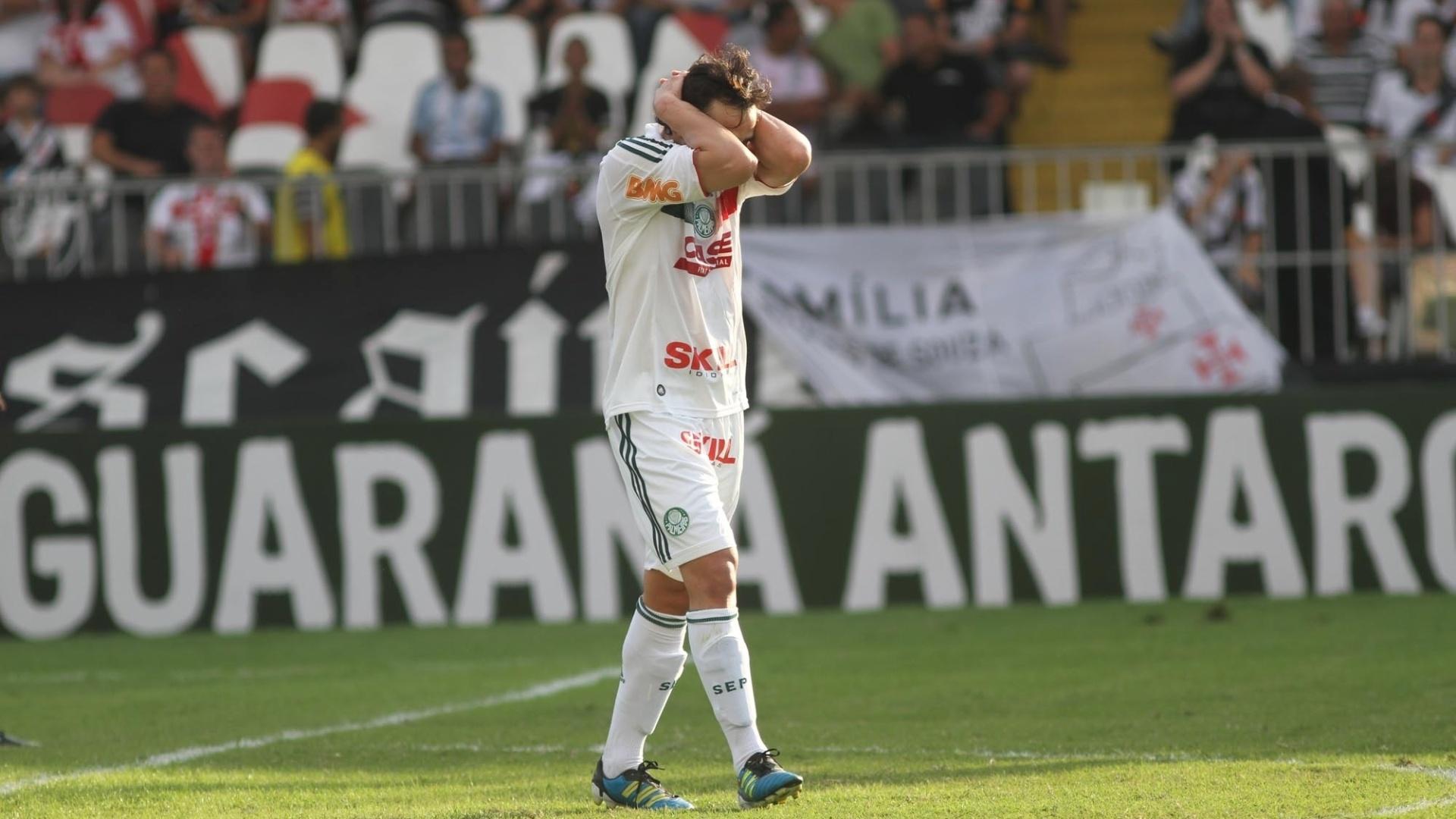 Kleber lamenta jogada perdida dentro da área do Vasco, na derrota por 1 a 0
