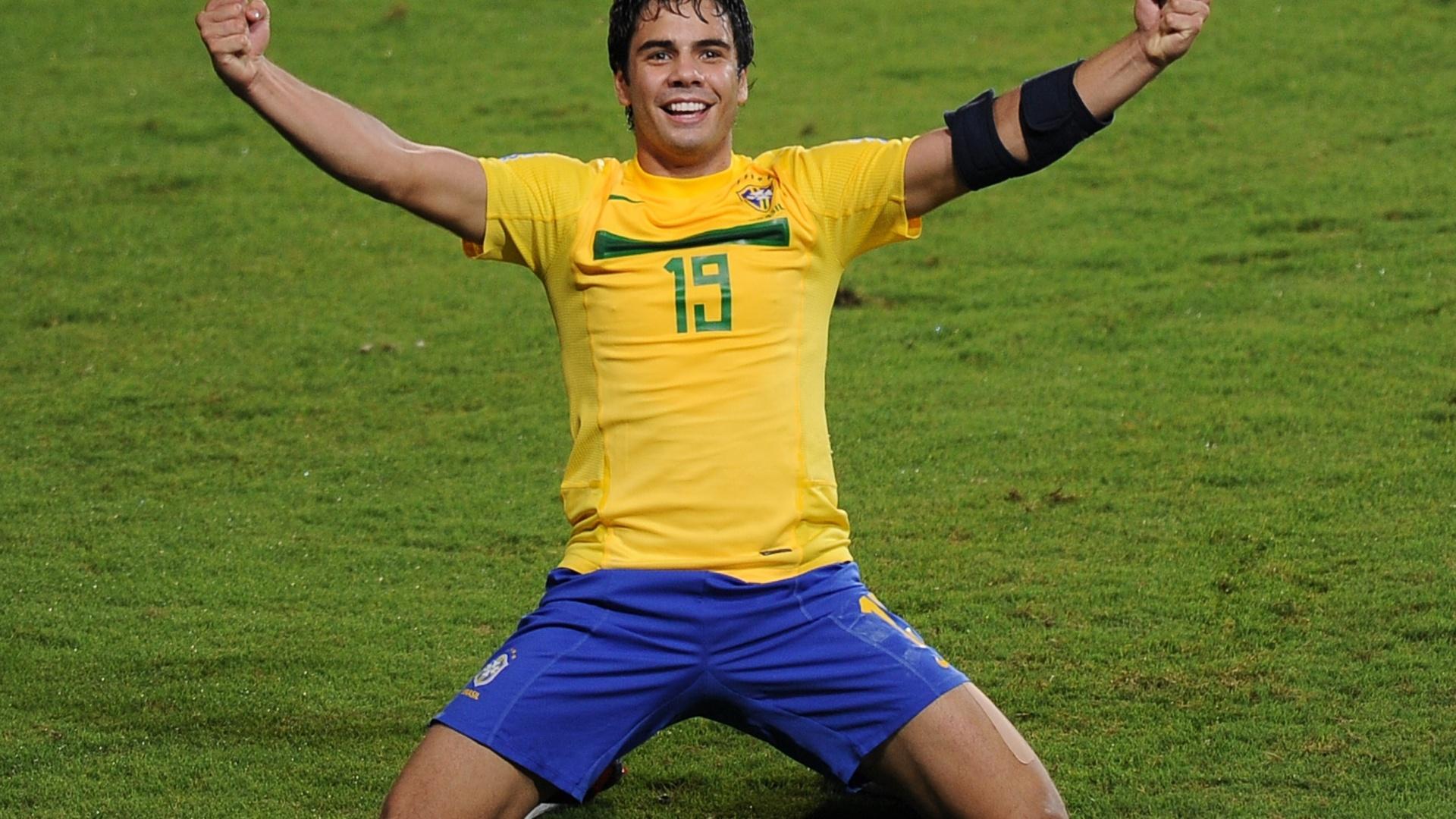 Henrique marcou dois gols em apenas seis minutos e colocou o Brasil na final