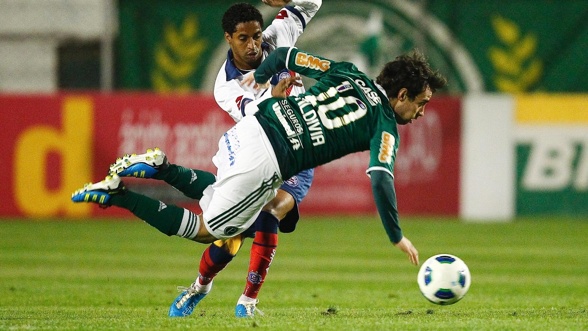 Valdívia sofre com a marcação do Bahia durante tropeço do Palmeiras pelo Brasileiro