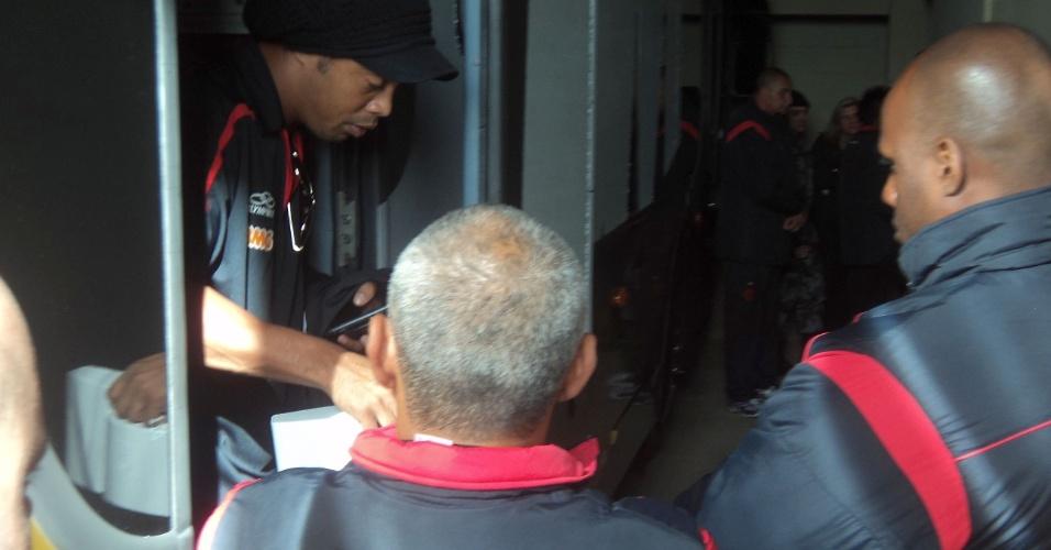 Ronaldinho Gaúcho chega ao Beira-Rio com forte esquema de segurança para Inter x Flamengo