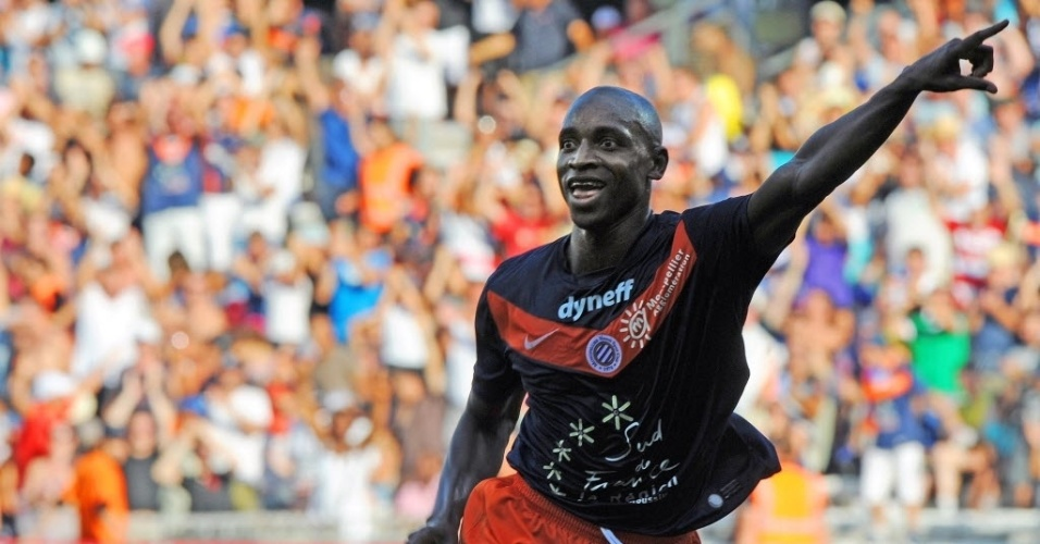 Souleymane Camara, atacante do 17 Montpellier, comemorar depois de um gol que marcou contra o rennes, em partida do Campeonato Francês