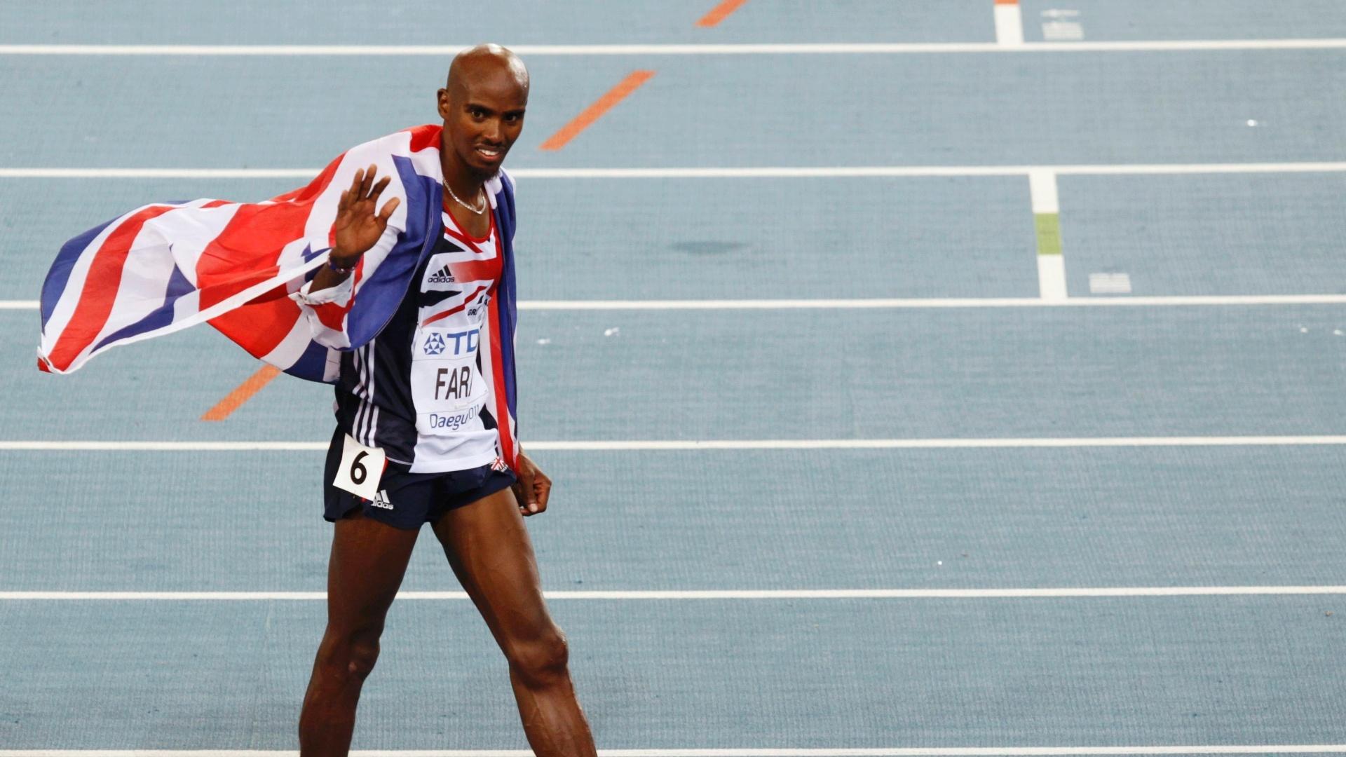 Britânico Mohamed Farah celebra segundo lugar nos 10 mil metros rasos