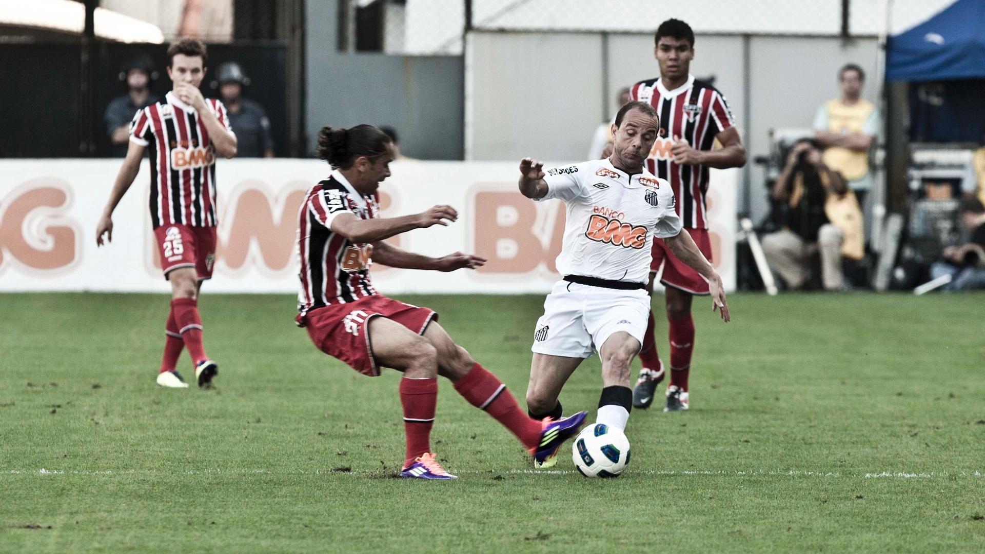 Carlinhos Paraíba entra duro no lateral santista Léo