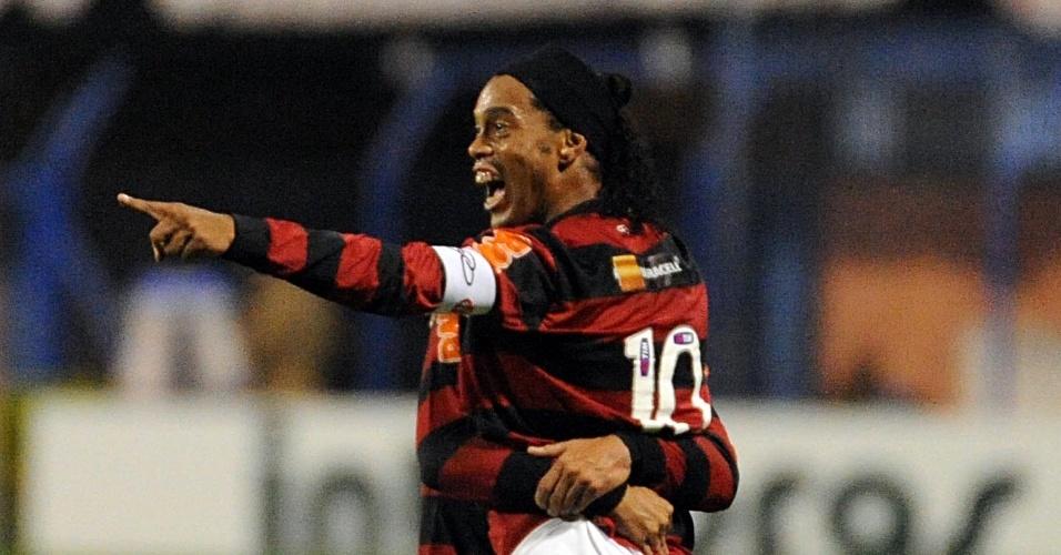 Ronaldinho marcou duas vezes, mas defesa falhou e Flamengo perdeu para o Avaí fora de casa