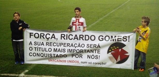Vasco faz homenagem ao técnico Ricardo Gomes, que segue internado após sofrer um AVC
