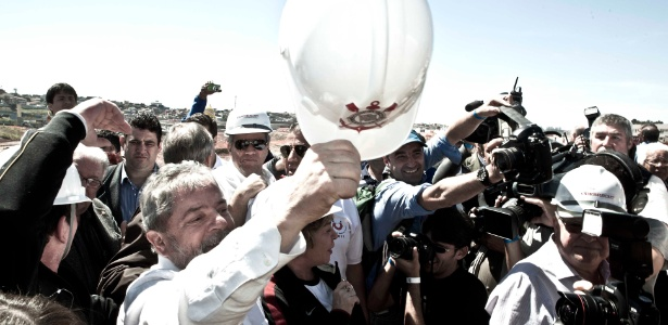 Lula visita obras na Arena Corinthians, em agosto de 2011