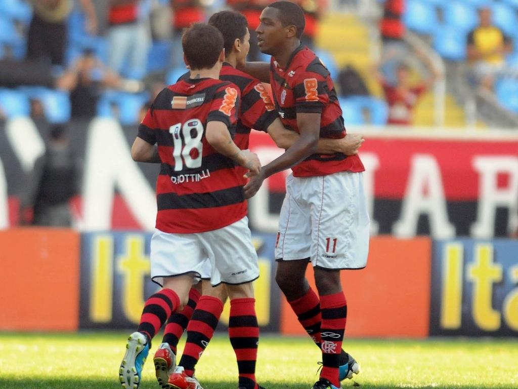 Flamenguistas comemoram gol de Renato Abreu