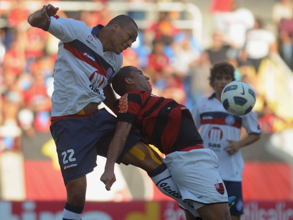 O zagueiro Titi fez o primeiro gol do Bahia