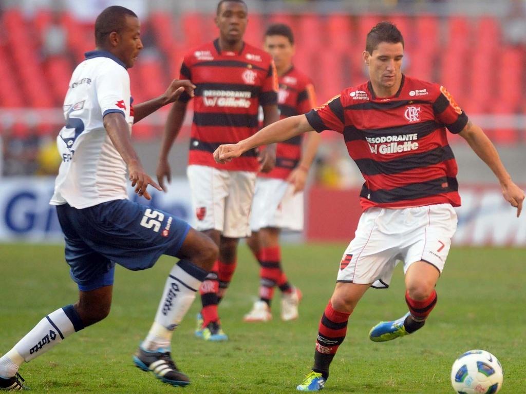 Thiago Neves passa pelo volante Fabinho