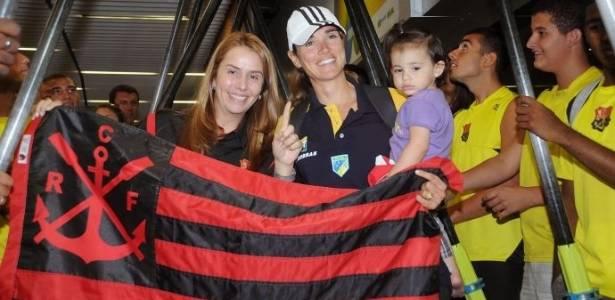 Fabiana Beltrame é recebida pela presidente do Flamengo, Patricia Amorim