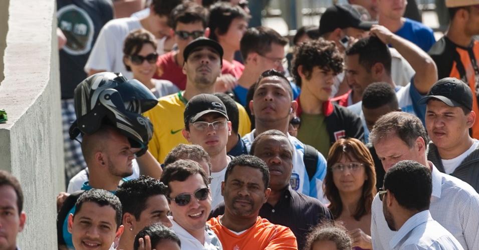 Multidão se acumula no entorno do Morumbi para tentar comprar ingressos para o jogo entre São Paulo e Atlético-MG