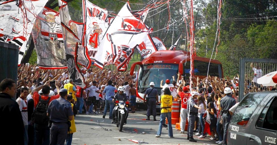 Chegada do ônibus do São Paulo - São Paulo x Atlético-MG - Brasileirão-2011 (07/09/2011)