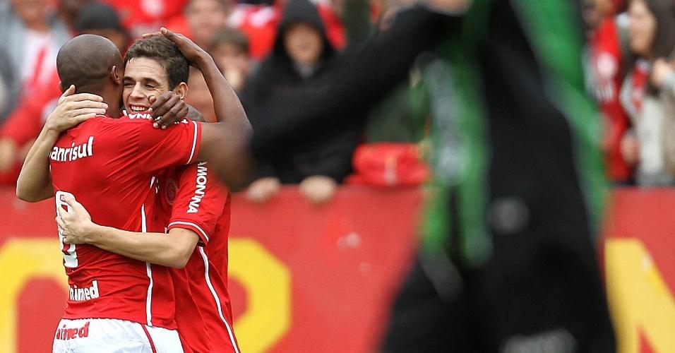 Oscar comemora seu gol contra o América-MG. Jogando no Beira-Rio, o Internacional venceu por 4 a 2