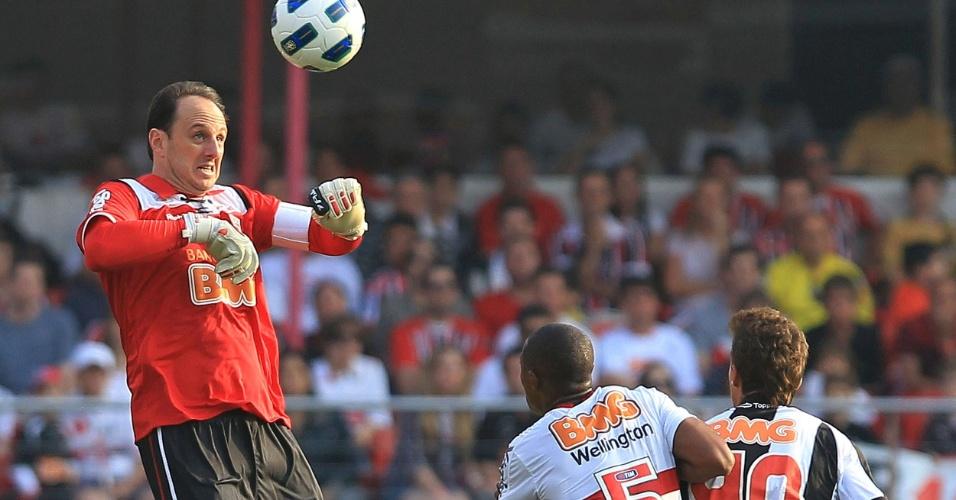 Rogério Ceni sai do gol com cabeceio - São Paulo x Atlético-MG - Brasileirão-2011 (07/09/2011)