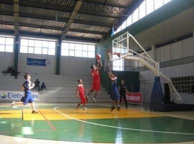 Você Manda: João Victor de Paula; 15 anos, de Boa Vista (RR) marca cesta contra equipe do Amazonas no campeonato sub 15 da terceira divisão de 2011