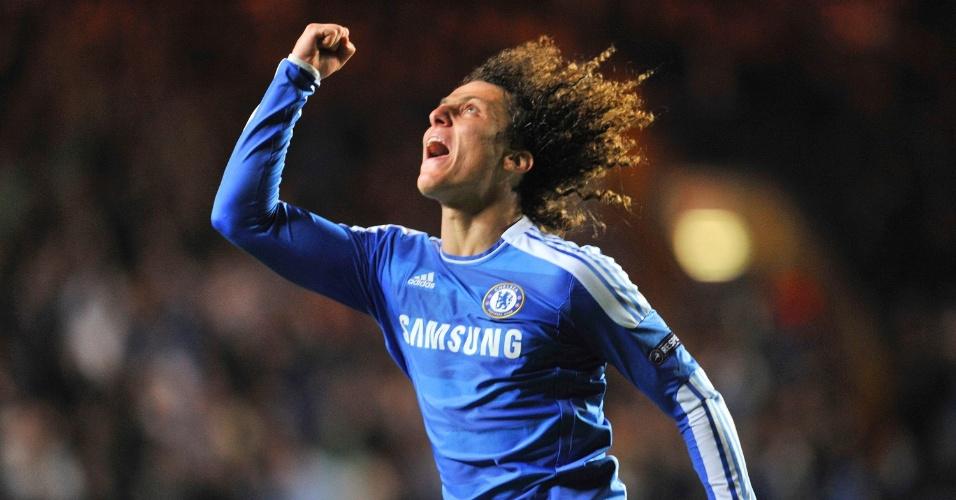 David Luiz comemora seu gol contra o Bayer Leverkusen. Brasileiro abriu o placar pelo Chelsea