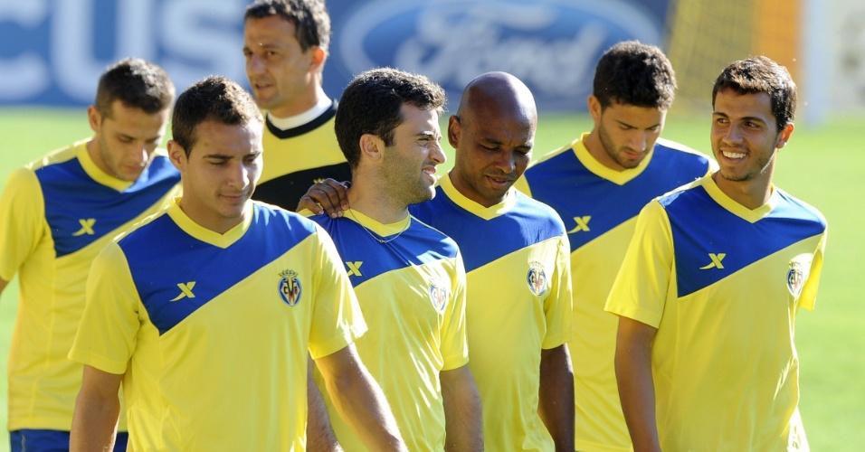 13.set.2011 - O atacante Nilmar (d) treina ao lado dos companheiros do Villarreal. Time espanhol se prepara para o jogo contra o Bayern de Munique pela fase de grupos da Liga dos Campeões