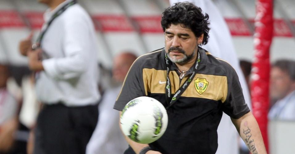 Maradona domina bola
