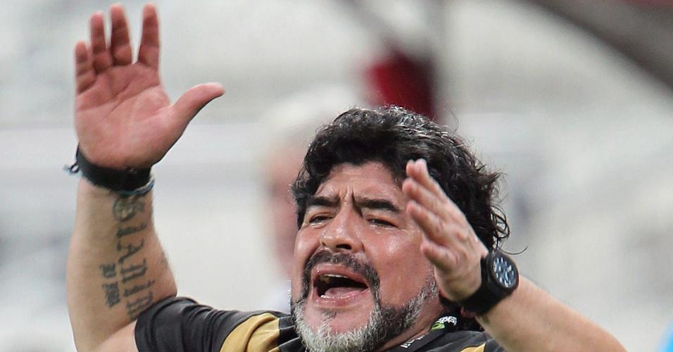 Maradona sofre com os gols perdidos pelo Al-Wasl 2