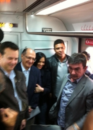 Ronaldo, Andrés Sanchez, Gilberto Kassab e Geraldo Alckmin no metrô, a caminho de Itaquera (16/09/2011)