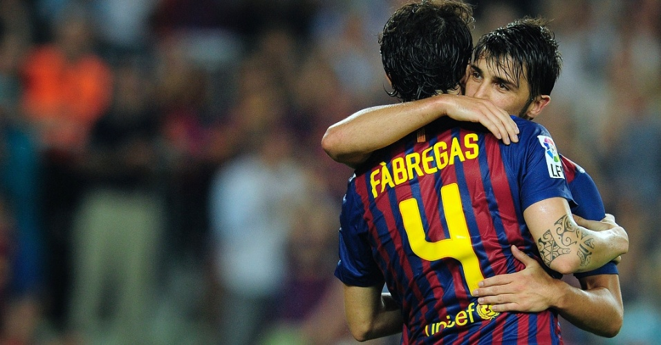 David Villa e Fábregas comemoram gol do Barcelona sobre o Osasuna (17/09/11)