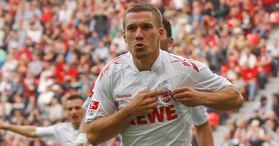 Podolski foi o grande destaque da vitória do Colônia sobre o Bayer Leverkusen, ao fazer dois gols e uma assistências