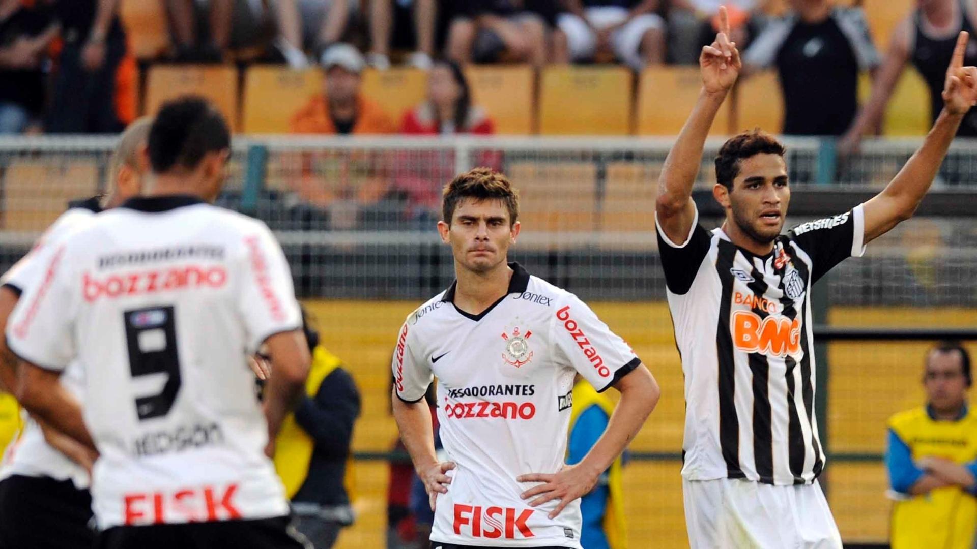 Alan Kardec comemora após marcar o terceiro gol do Santos contra o Corinthians (18/09/11)