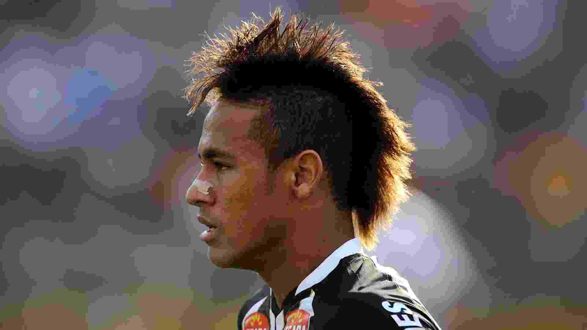 Neymar posta foto de bigode no Instagram - 20 04 2012 - UOL Esporte 72be24edd229e