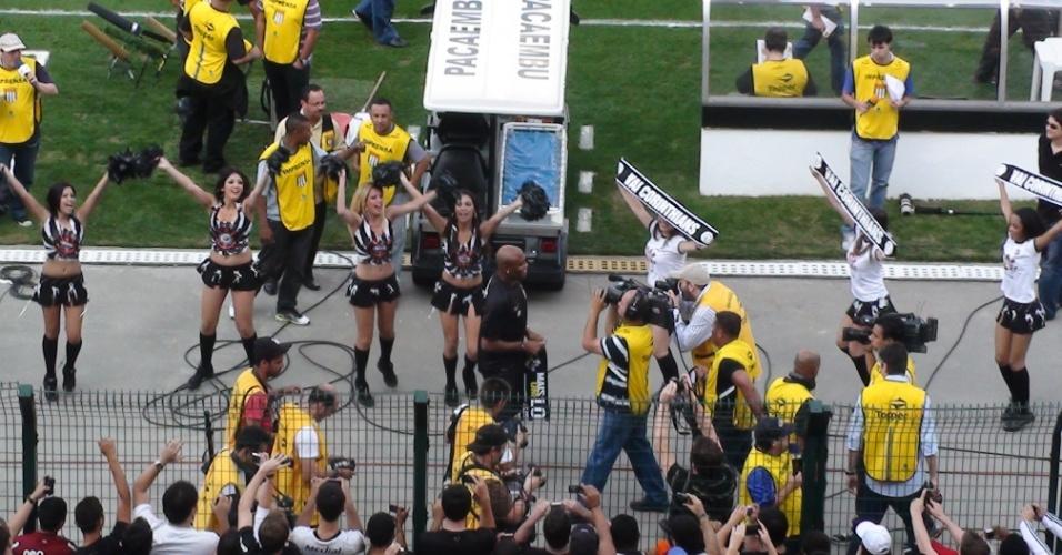 O campeão do UFC assinou contrato com o Corinthians em 2011