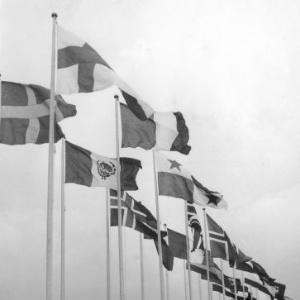 Bandeiras hasteadas durante cerimônia nos Jogos Olímpicos de Helsinque