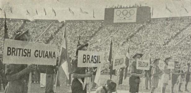 Representantes dos países participantes da Olimpíada de 1952, entre eles o Brasil, na cerimônia de abertura