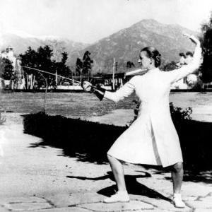 Helene Mayer treina em Berlim: judia alemã radicada nos EUA, ganhou uma medalha e fez a saudação nazista no pódio