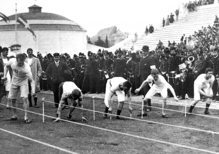 Largada dos 100 metros do atletismo em Atenas, sede da Olimpíada de 1896