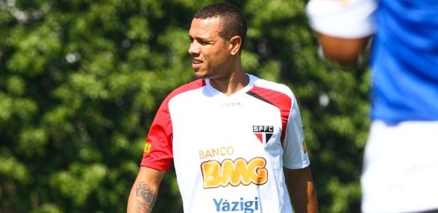 Luis Fabiano até agora participou de treino tático em campo reduzido com bola