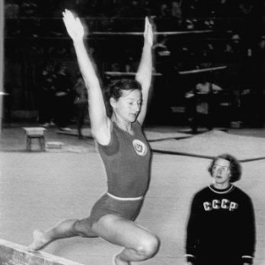 Maria Gorochovskaya, da URSS, levou medalhas em todas as provas da ginástica, duas delas de ouro
