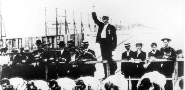 Momento do disparo em largada de corrida do atletismo na Olimpíada parisiense de 1900