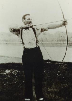 O francês Henri Hérouin foi campeão olímpico no arco e flecha na primeira Olimpíada realizada em Paris
