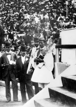 O grego Spiridon Louis entrou para a história ao vencer a primeira maratona dos Jogos Olímpicos da Era Moderna